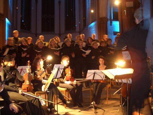 """Beim Weihnachts und Abschiedskonzert in der ehemaligen Pfarrkirche Herz Jesu Pesch: """"Vom Licht zum Dunkel, Musik trifft Licht"""""""